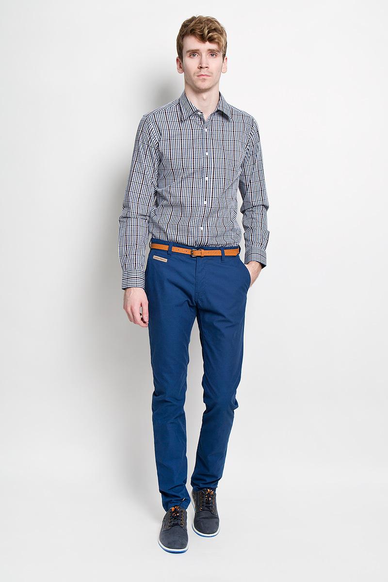 Рубашка мужская KarFlorens, цвет: коричневый, белый, синий. SW 67-03. Размер 41/42 (50-52/176)SW 67-03Мужская рубашка KarFlorens, изготовленная из высококачественного хлопка, необычайно мягкая и приятная на ощупь, она не сковывает движения и позволяет коже дышать, обеспечивая комфорт.Модель приталенного кроя, с отложным воротником, длинными рукавами и полукруглым низом застегивается на пластиковые пуговицы. Манжеты со шлицами, срезанными уголками и застежкой на пуговицы. Ширину манжет можно варьировать, благодаря дополнительной пуговице. Пуговицы декорированы логотипом KarFlorens, на правой манжете расположена вышивка-логотип. Модель оформлена стильным принтом в клетку.Эта рубашка - идеальный вариант для повседневного гардероба. Такая модель порадует настоящих ценителей комфорта и практичности!