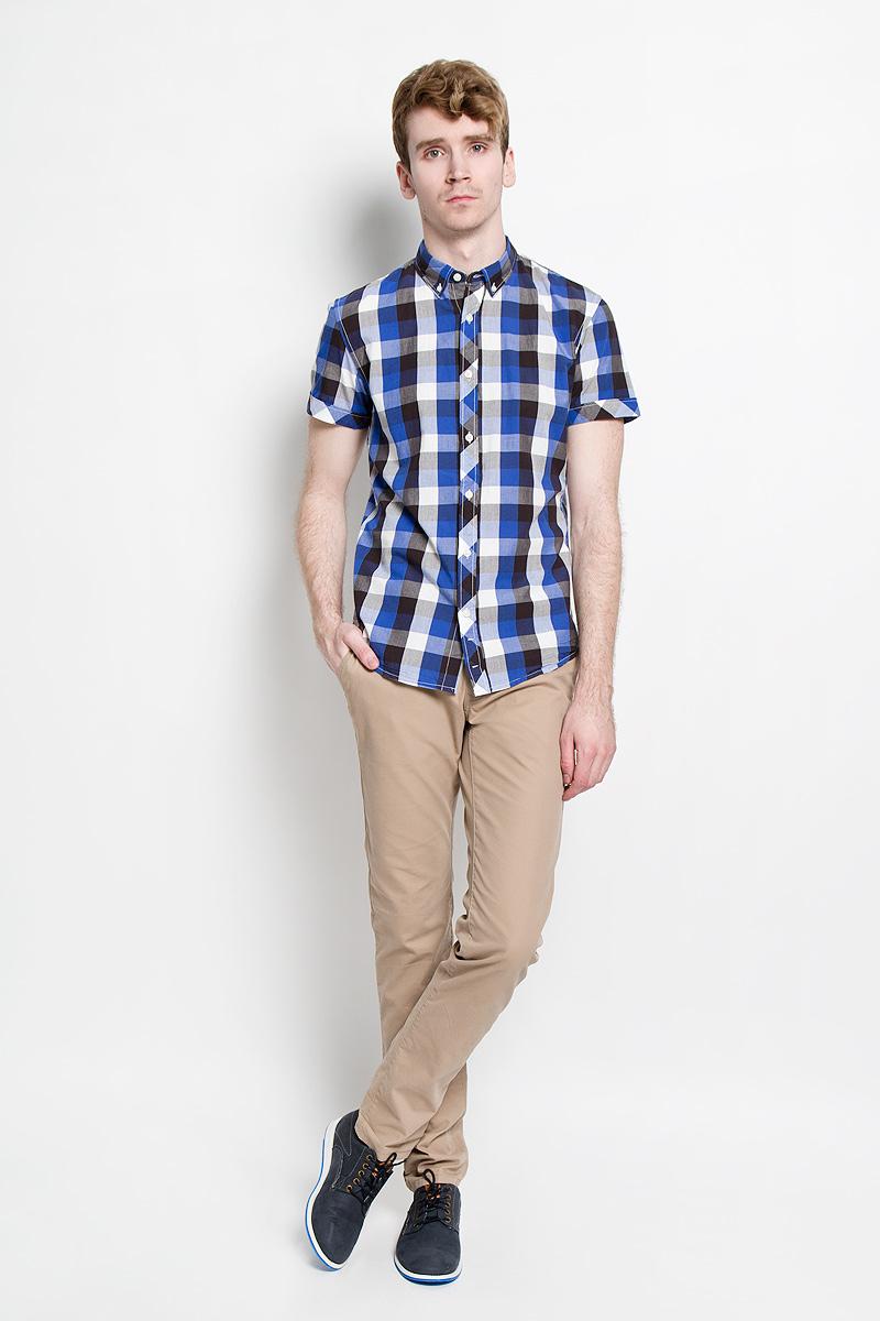 Рубашка мужская Tom Tailor Denim, цвет: синий, черный, белый. 2031126.09.12_6682. Размер M (48)2031126.09.12_6682Стильная мужская рубашка Tom Tailor Denim, изготовленная из высококачественного хлопка, необычайно мягкая и приятная на ощупь, не сковывает движения и позволяет коже дышать, обеспечивая наибольший комфорт.Модная рубашка с отложным воротником, короткими рукавами и полукруглым низом застегивается на пластиковые пуговицы. Модель оформлена принтом в клетку, а рукава дополнены отворотом. Уголки воротника также фиксируются при помощи пуговиц. Эта рубашка идеальный вариант для повседневного гардероба.Такая модель порадует настоящих ценителей комфорта и практичности!