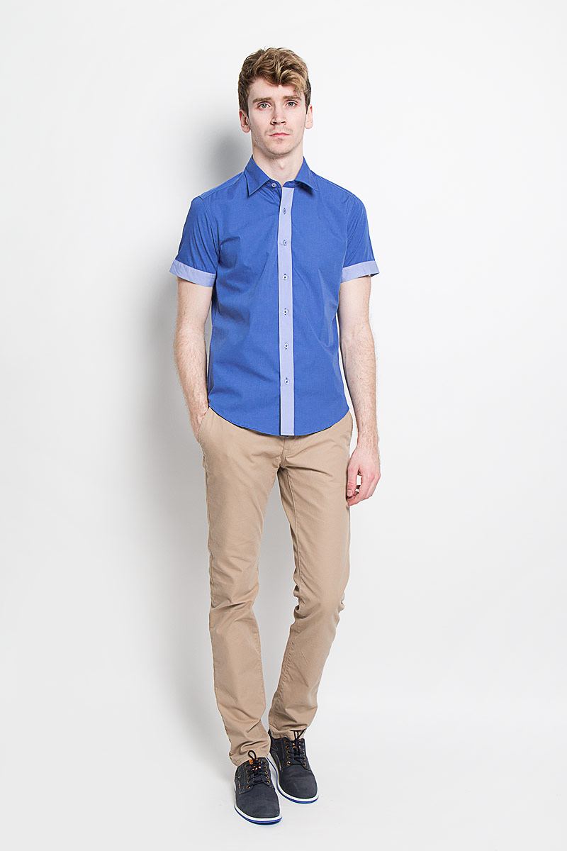 Рубашка мужская KarFlorens, цвет: синий, голубой. SW 69_03. Размер 37/38 (44-46/176)SW 69_03Мужская рубашка KarFlorens, изготовленная из высококачественного хлопка с добавлением микрофибры, необычайно мягкая и приятная на ощупь, она не сковывает движения и позволяет коже дышать, обеспечивая комфорт.Модель с короткими рукавами и отложным воротником застегивается на пластиковые пуговицы, которые декорированы названием бренда. Планка и края рукавов - контрастного цвета.Такая рубашка станет идеальным вариантом для повседневного гардероба. Она порадует настоящих ценителей комфорта и практичности!