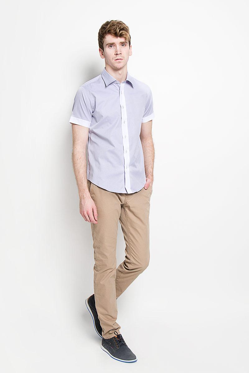 Рубашка мужская KarFlorens, цвет: сиреневый, белый. SW 69_04. Размер 43/44 (54/182)SW 69_04Мужская рубашка KarFlorens, изготовленная из высококачественного хлопка с добавлением микрофибры, необычайно мягкая и приятная на ощупь, она не сковывает движения и позволяет коже дышать, обеспечивая комфорт.Модель с короткими рукавами и отложным воротником застегивается на пластиковые пуговицы, которые декорированы названием бренда. Планка и края рукавов - контрастного цвета.Такая рубашка станет идеальным вариантом для повседневного гардероба. Она порадует настоящих ценителей комфорта и практичности!