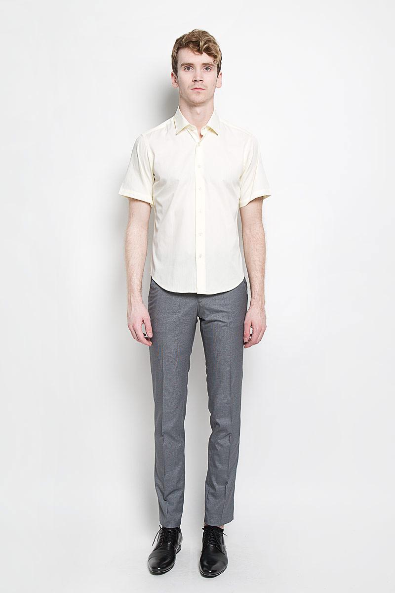 Рубашка мужская KarFlorens, цвет: шампань. SW 83_01. Размер 43/44 (54/176)SW 83_01Мужская рубашка KarFlorens, изготовленная из высококачественного хлопка с добавлением микрофибры, необычайно мягкая и приятная на ощупь, она не сковывает движения и позволяет коже дышать, обеспечивая комфорт.Модель приталенного кроя с короткими рукавами и отложным воротником застегивается на пластиковые пуговицы, которые декорированы названием бренда. Такая рубашка станет идеальным вариантом для повседневного гардероба. Она порадует настоящих ценителей комфорта и практичности!