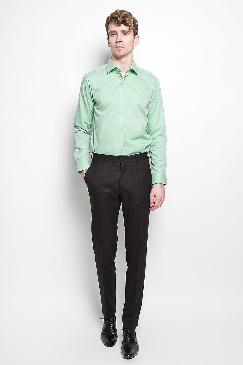 Рубашка мужская KarFlorens, цвет: зеленый. SW 81_02. Размер 39/40 (48/182)SW 81_02Мужская рубашка KarFlorens, изготовленная из высококачественного хлопка с добавлением микрофибры, необычайно мягкая и приятная на ощупь, она не сковывает движения и позволяет коже дышать, обеспечивая комфорт.Модель классического кроя с длинными рукавами и отложным воротником застегивается на пластиковые пуговицы, которые декорированы названием бренда. Манжеты со срезанными уголками и регулировкой ширины также застегиваются на пуговицы. Такая рубашка станет идеальным вариантом для повседневного гардероба. Она порадует настоящих ценителей комфорта и практичности!
