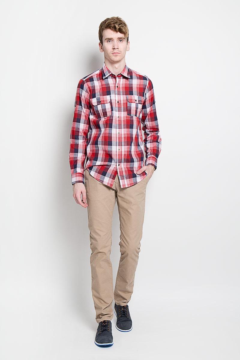 Рубашка мужская KarFlorens, цвет: красный, белый, синий. SW 77-04. Размер 43/44 (54/182)SW 77-04Мужская рубашка KarFlorens, изготовленная из высококачественного хлопка и льна, необычайно мягкая и приятная на ощупь, она не сковывает движения и позволяет коже дышать, обеспечивая комфорт.Модель приталенного силуэта, с классическим отложным воротником, длинными рукавами и полукруглым низом, застегивается на металлические пуговицы. Манжеты закругленной формы, с застежкой на пуговицы. Ширину манжет можно варьировать, благодаря дополнительной пуговице. Пуговицы декорированы логотипом KarFlorens, на правой манжете - вышивка-логотип. Модель оформлена стильным принтом в клетку. На груди расположено два накладных кармана с клапаном на пуговице. Эта рубашка - идеальный вариант для повседневного гардероба. Такая модель порадует настоящих ценителей комфорта и практичности!