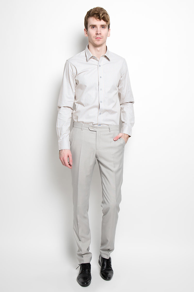 Рубашка мужская KarFlorens, цвет: светло-бежевый, голубой. SW 76_01. Размер 43/44 (54/176)SW 76_01Мужская рубашка KarFlorens, изготовленная из высококачественного 100% хлопка, необычайно мягкая и приятная на ощупь, она не сковывает движения и позволяет коже дышать, обеспечивая комфорт.Модель с длинными рукавами и отложным воротником застегивается на пластиковые пуговицы, которые декорированы названием бренда. Закругленные манжеты с регулировкой ширины также застегиваются на пуговицы. Оформлено изделие принтом в клетку.Такая рубашка станет идеальным вариантом для повседневного гардероба. Она порадует настоящих ценителей комфорта и практичности!