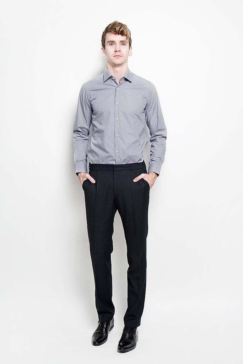 Рубашка мужская KarFlorens, цвет: серый. SW 49-03. Размер 39/40 (48/182)SW 49-03Стильная мужская рубашка KarFlorens, изготовленная из высококачественного хлопка с добавлением микрофибры, необычайно мягкая и приятная на ощупь, не сковывает движения и позволяет коже дышать, обеспечивая наибольший комфорт.Модная рубашка с отложным воротником, длинными рукавами и полукруглым низом застегивается на пластиковые пуговицы. Пуговицы декорированы логотипом бренда. Манжеты рукавов с застежкой на пуговицы имеют срезанные уголки и регулируются по ширине. На правом манжете - вышивка с логотипом бренда. Эта рубашка станет идеальным вариантом для мужского гардероба, она прекрасно сочетается и с брюками, и с джинсами.Такая модель порадует настоящих ценителей комфорта и практичности!