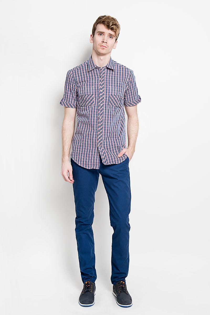 Рубашка мужская KarFlorens, цвет: синий, красный, белый. SW 86-02. Размер 39/40 (48/176)SW 86-02Мужская рубашка KarFlorens, изготовленная из высококачественного хлопка, необычайно мягкая и приятная на ощупь, она не сковывает движения и позволяет коже дышать, обеспечивая комфорт.Модель приталенного кроя, с отложным воротником, короткими рукавами и полукруглым низом застегивается на металлические пуговицы. Пуговицы декорированы логотипом KarFlorens, а также на спинке расположена фирменная вышивка. Модель оформлена стильным принтом в клетку. Рукава изделия дополнены патами на пуговицах. На груди предусмотрены нашивные карманы с клапанами.Эта рубашка - идеальный вариант для повседневного гардероба. Такая модель порадует настоящих ценителей комфорта и практичности!