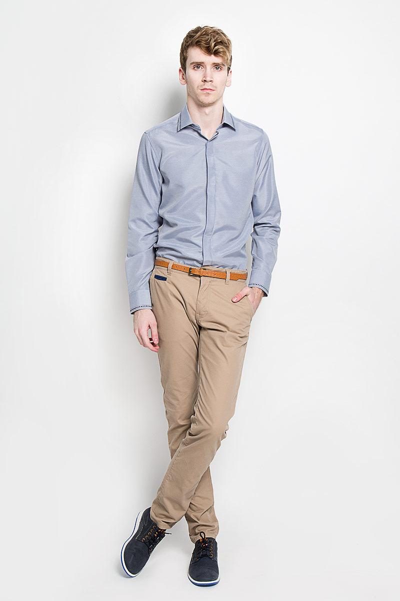 Рубашка мужская KarFlorens, цвет: серо-голубой. SW 52-04. Размер 39/40 (48/182)SW 52-04Стильная мужская рубашка KarFlorens, изготовленная из высококачественного хлопка с добавлением микрофибры, необычайно мягкая и приятная на ощупь, не сковывает движения и позволяет коже дышать, обеспечивая наибольший комфорт.Модная рубашка с отложным воротником, длинными рукавами и полукруглым низом застегивается на пластиковые пуговицы. Изделие имеет потайную планку с пуговицами. Пуговицы декорированы логотипом бренда. Рукава дополнены манжетами на пуговицах. Воротник и манжеты оформлены оригинальным орнаментом пунктир. На правой манжете - вышивка с логотипом бренда. Сзади рубашка украшена неширокой складкой-планкой вдоль всей спины. Эта рубашка станет идеальным вариантом для мужского гардероба.Такая модель порадует настоящих ценителей комфорта и практичности!