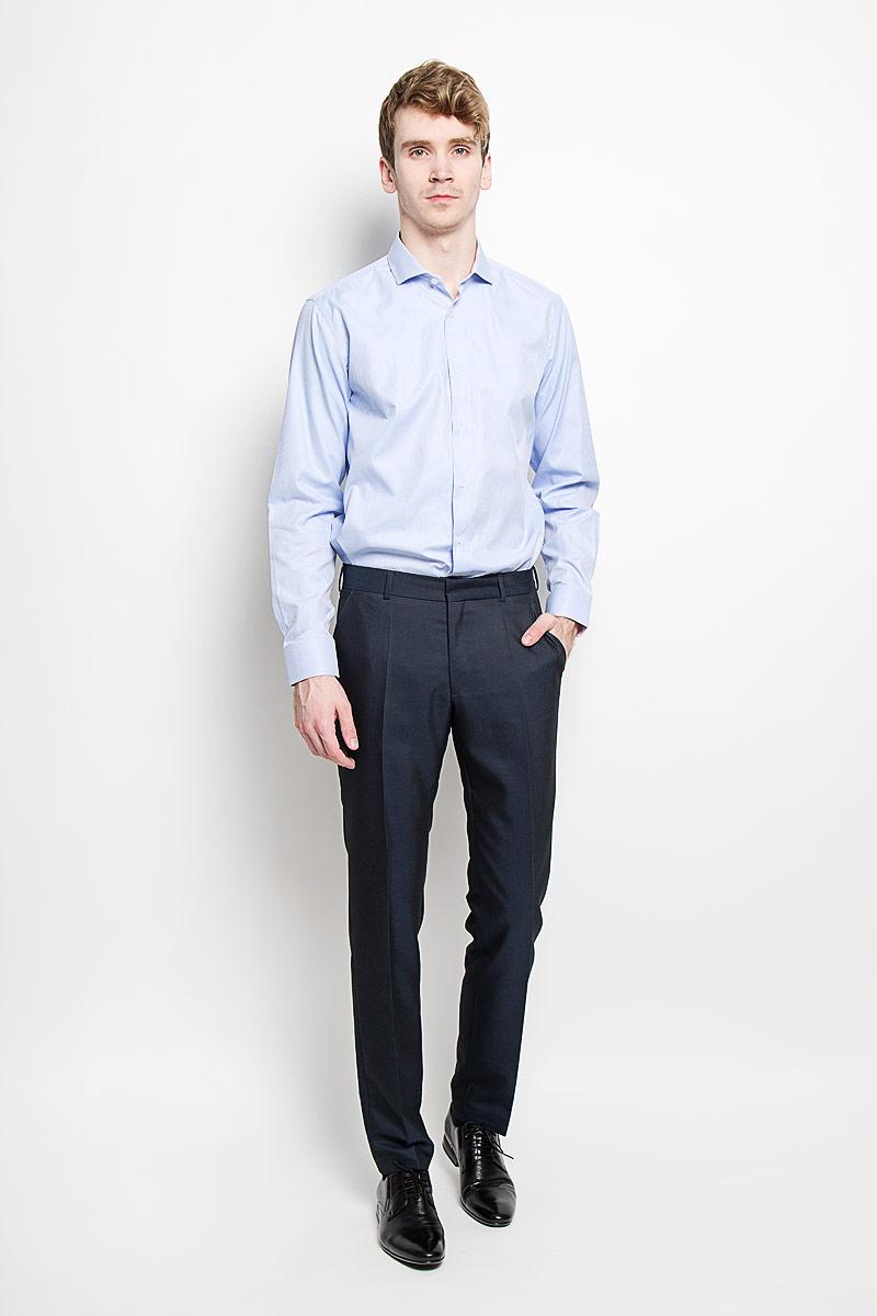 Рубашка мужская KarFlorens, цвет: светло-голубой. SW 54-05. Размер 39/40 (48/176)SW 54-05Стильная мужская рубашка KarFlorens, изготовленная из высококачественного хлопка с добавлением микрофибры, необычайно мягкая и приятная на ощупь, не сковывает движения и позволяет коже дышать, обеспечивая наибольший комфорт.Модная рубашка классического кроя с отложным воротником, длинными рукавами и полукруглым низом застегивается на пластиковые пуговицы. Пуговицы украшены логотипом KarFlorens. С внутренней стороны манжеты и воротник выполнены контрастным материалом. Воротник сзади декорирован фирменной вышивкой. Рукава дополнены манжетами со срезанными уголками на пуговицах, которые благодаря дополнительной пуговице варьируются по ширине. Рубашка оформлена микрополоской и идеально подойдет для повседневного гардероба.Такая модель порадует настоящих ценителей комфорта и практичности!