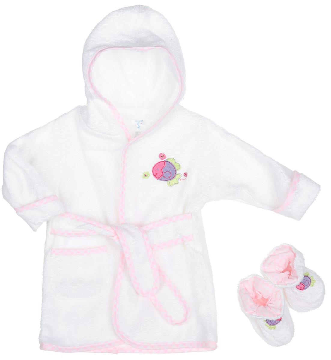 Комплект для девочки Spasilk Рыбка: халат, пинетки, цвет: белый, розовый. BR W03. Размер 0-9 месяцевBR W03Очаровательный комплект одежды Spasilk Рыбка состоит из халатика и пинеток. Комплект изготовлен из мягкой махровой ткани, которая отлично поглощает воду, массирует кожу, улучшая кровообращение, позволяет телу дышать. Изделие легкое и тактильно приятное. Уютный халат с капюшоном и длинными рукавами дополнен поясом на талии. На рукавах имеются декоративные отвороты. Спереди расположен накладной кармашек. Края изделия оформлены принтованной окантовкой. Модель украшена аппликацией в виде рыбки.На пинетках предусмотрена легкая хлопковая подкладка, оформленная принтом в клетку. Пинетки присборены на мягкие эластичные резинки для фиксации на ножках малыша.Такой комплект одежды станет идеальным дополнением к детскому гардеробу. Мягкий махровый халатик и удобные пинетки защитят малыша от охлаждения после водных процедур.