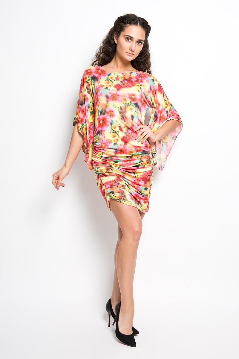 Платье Karff, цвет: желтый, розовый, зеленый. LD 017-05. Размер S (44)LD 017-05Прелестное трикотажное платье Karff подчеркнет ваш уникальный стиль и поможет создать оригинальный женственный образ. Модель прилегающего покроя с фигурными цельнокроеными рукавами 3/4 и круглым вырезом горловины покорит вас с первого взгляда. По бокам платье дополнено вертикальной сборкой, за счет которой платье красиво драпируется. Платье оформлено ярким цветочным принтом.Такое платье станет стильным дополнением к вашему гардеробу.