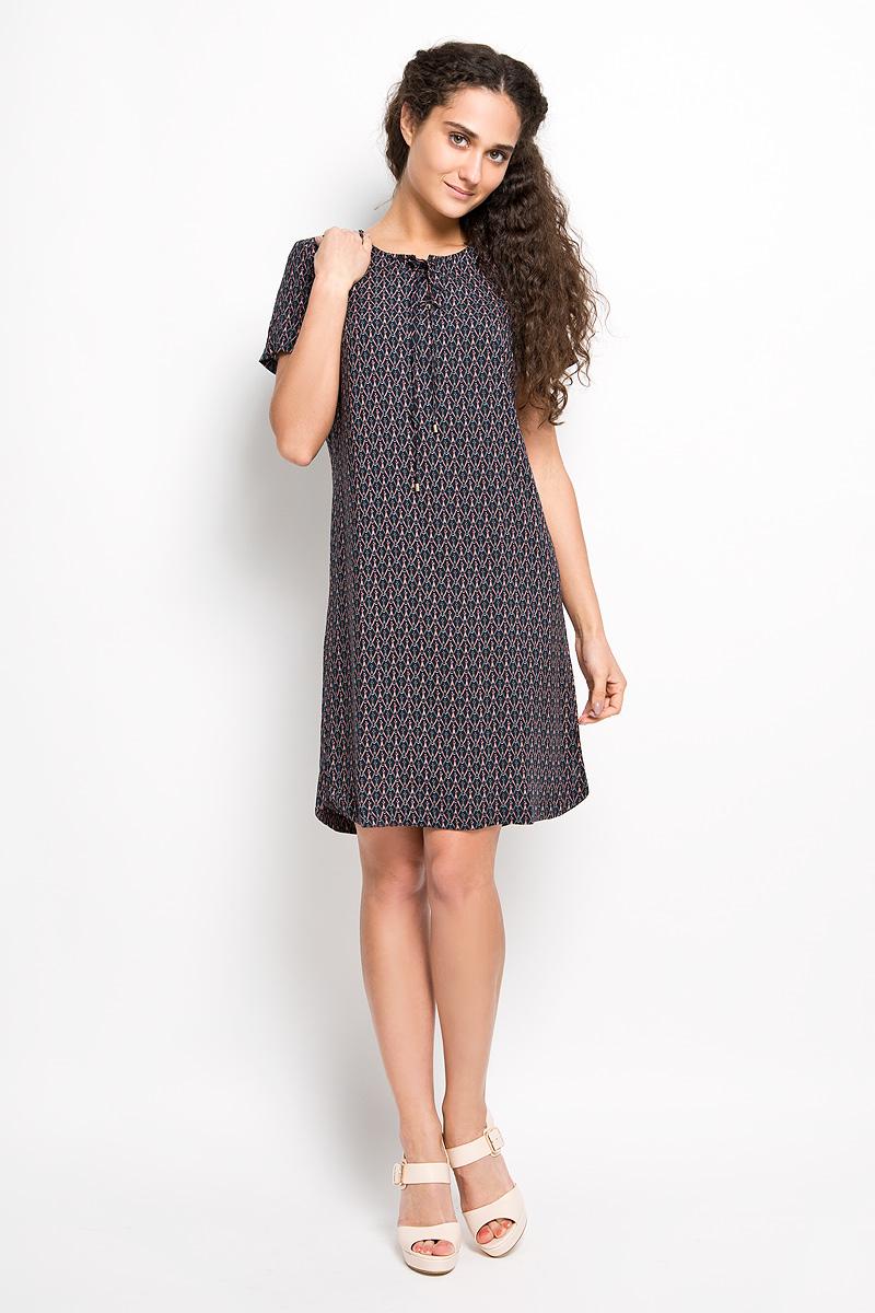 Платье Finn Flare, цвет: черный, серый, персиковый. S16-12060. Размер S (44)S16-12060Модное платье Finn Flare, изготовленное из вискозы и оформленное необычным орнаментом, подарит вам ощущение праздника и комфорта. Модель средней длины с круглым вырезом горловины и короткими рукавами. В боковых швах обработаны небольшие разрезы. Спереди модель дополнена оригинальной шнуровкой и металлической нашивкой с названием бренда. В этом платье вы всегда будете чувствовать себя уверенно, оставаясь в центре внимания.