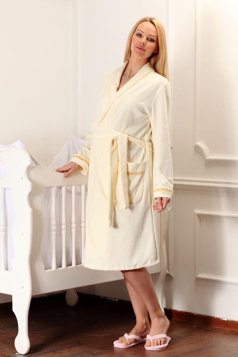 Халат для беременных и кормящих Nuova Vita Mamma Bella, цвет: кремовый. 304.3. Размер 42304.3Стильный велюровый халат для беременных Nuova Vita на запах с длинными рукавами и воротником «шалькой» замечательно подходит для сна и отдыха. Благодаря свободному классическому силуэту халат можно носить до и после беременности. Высокое качество ткани не позволяет пылить мелким ворсом и искрить статическим электричеством. Контакт с тканью не вызовет аллергических реакций у будущей мамы и ее ребенка. Велюровый халат согреет прохладными вечерами будущую маму. Халат прекрасно сочетается с сорочками для беременных и кормящих мам.