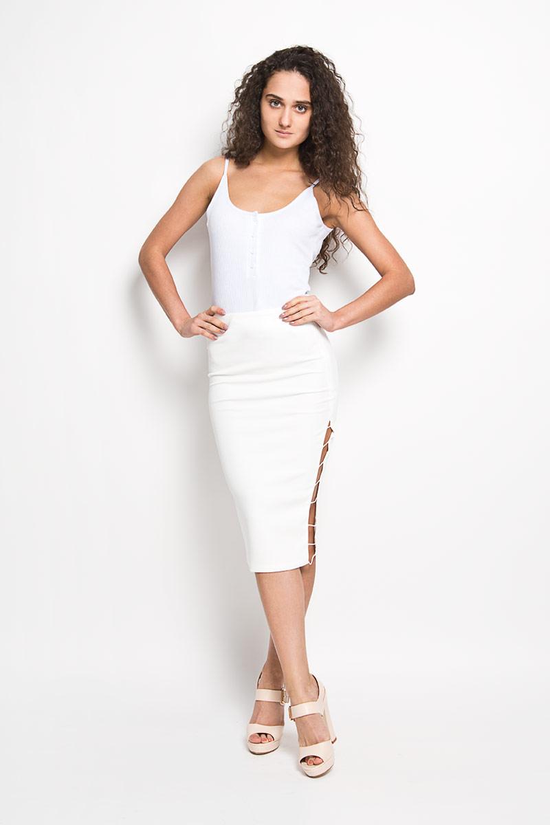 Юбка Glamorous, цвет: белый. KA5128. Размер S (44)KA5128Эффектная юбка Glamorous выполнена из высококачественного эластичного полиэстера, она обеспечит вам комфорт и удобство при носке.Модель с пришивным поясом застегивается на молнию сбоку. Юбка дополнена декоративными вырезами по бокам. Модная юбка-карандаш выгодно освежит и разнообразит ваш гардероб. Создайте женственный образ и подчеркните свою яркую индивидуальность! Классический фасон и оригинальное оформление этой юбки сделают ваш образ непревзойденным.