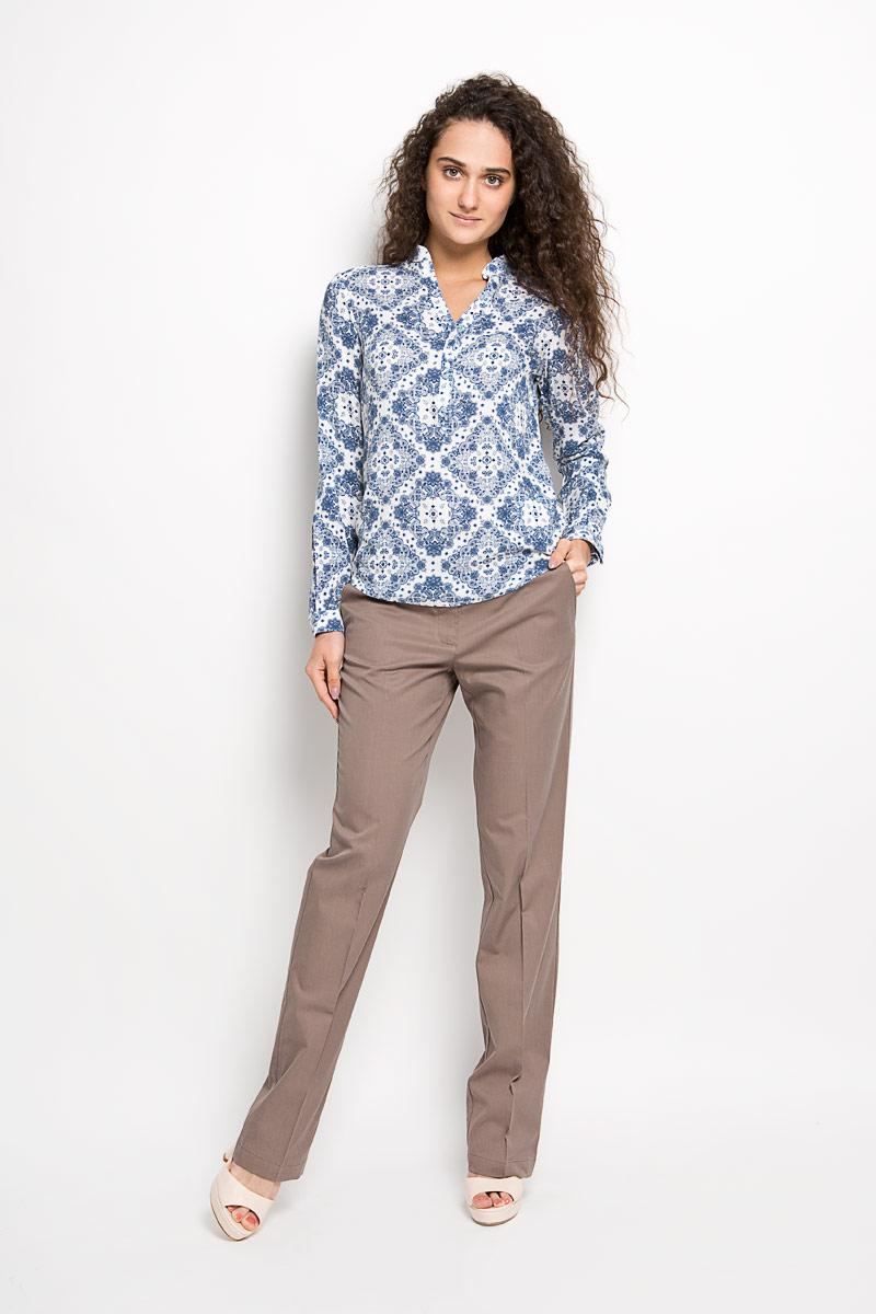 Блузка женская Finn Flare, цвет: белый, синий. S16-32021. Размер L (48)S16-32021Стильная женская блуза Finn Flare, выполненная из 100% вискозы, подчеркнет ваш уникальный стиль и поможет создать оригинальный женственный образ.Блузка с длинными рукавами и V-образным вырезом горловины оформлена изысканным этническим орнаментом и дополнена небольшим металлическим лейблом с логотипом производителя на спинке. Модель застегивается на пуговицы на груди, манжеты рукавов также дополнены пуговицами. Такая блузка идеально подойдет для жарких летних дней. Такая блузка будет дарить вам комфорт в течение всего дня и послужит замечательным дополнением к вашему гардеробу.