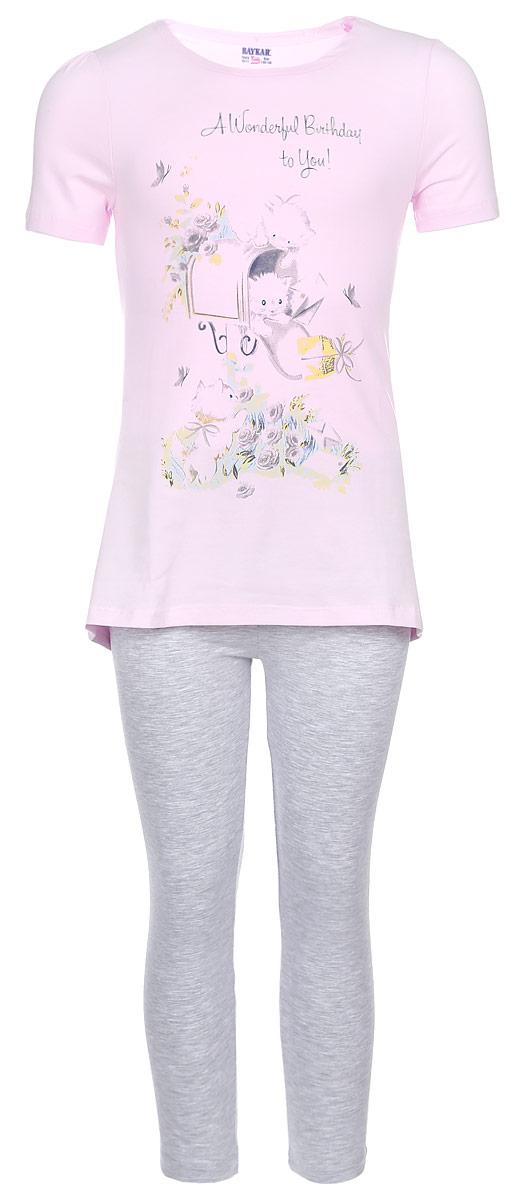 Комплект для девочки Baykar: футболка, капри, цвет: светло-розовый, серый меланж. N9042209-22. Размер 122/128N9042209-22Комплект одежды для девочки Baykar состоит из футболки и капри. Комплект выполнен из эластичного хлопка, необычайно мягкий, очень приятный к телу, не сковывает движения, хорошо пропускает воздух.Футболка с круглым вырезом горловины и короткими рукавами имеет трапециевидный силуэт. Модель украшена принтом с изображением котят и принтовой надписью. Капри на талии имеют мягкую резинку, благодаря чему они не сдавливают животик ребенка и не сползают.В таком комплекте маленькая принцесса будет чувствовать себя комфортно и уютно во время отдыха!