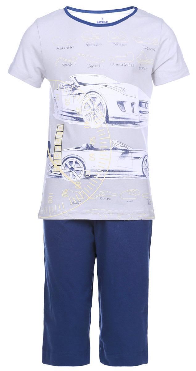 Пижама для мальчика Baykar, цвет: светло-серый, темно-синий. N9078207-22. Размер 110/116N9078207-22/N9078113B-22Мягкая пижама для мальчика Baykar, состоящая из футболки и шорт, идеально подойдет ребенку для отдыха и сна. Модель выполнена из эластичного хлопка, очень приятная к телу, не сковывает движения, хорошо пропускает воздух.Футболка с круглым вырезом горловины и короткими рукавами украшена термоаппликацией в виде машин и принтовыми надписями. Вырез горловины дополнен бейкой контрастного цвета.Удлиненные шорты на талии имеют мягкую резинку, благодаря чему они не сдавливают животик ребенка и не сползают. Спереди расположены два втачных кармана.В такой пижаме ребенок будет чувствовать себя комфортно и уютно!