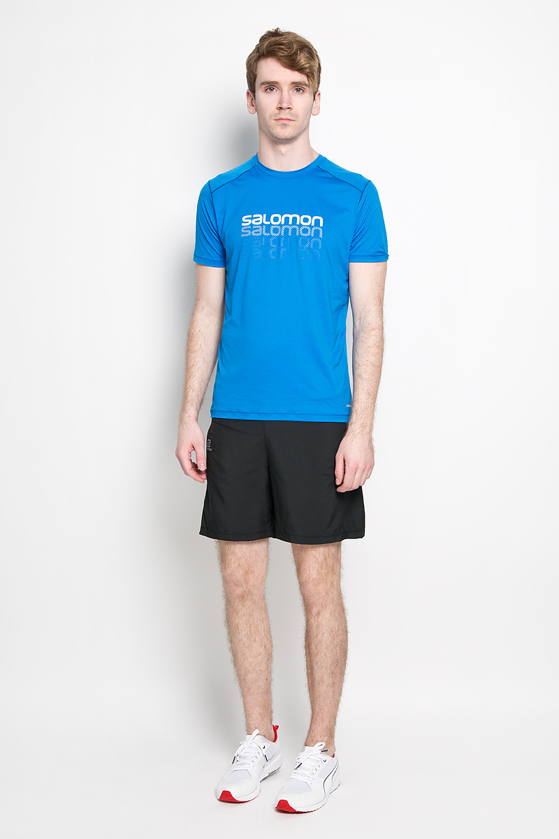 Футболка для бега мужская Salomon Cosmic Logo, цвет: голубой. L37984900. Размер XL (56/58)L37984900Мужская футболка для бега Salomon Cosmic Logo, выполненная из легкой дышащей ткани с антимикробным покрытием, защищает от ультрафиолета. и Оригинальный крой с плоскими швами исключает риск натирания. Такая футболка прекрасно подойдет для летнего отдыха или тренировок. Модель с короткими рукавами и круглым вырезом горловины оформлена логотипом бренда. Такая модель подарит вам комфорт в течение всей тренировки и послужит замечательным дополнением к вашему спортивному гардеробу.