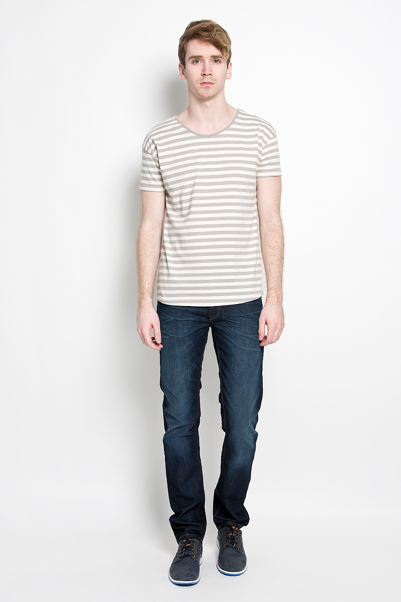 Футболка мужская Broadway Fulton, цвет: бежевый, серый. 20100179 654. Размер XXL (54)20100179 654Мужская футболка Broadway Fulton, выполненная из натурального хлопка, идеально подойдет для повседневной носки. Материал изделия легкий, мягкий и приятный на ощупь, не сковывает движения и позволяет коже дышать. Футболка с короткими рукавами имеет круглый вырез горловины, дополненный трикотажной резинкой. Оформлена футболка принтом в полоску по всей поверхности. Дизайн и расцветка делают эту футболку стильным предметом мужской одежды, она поможет создать отличный современный образ.
