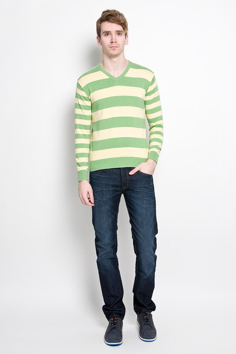 Джемпер мужской Karff, цвет: зеленый, желтый. 88000-06. Размер L (52)88000-06Классический мужской пуловер Karff, изготовленный из хлопковой пряжи, мягкий и приятный на ощупь, не сковывает движений и обеспечивает наибольший комфорт. Модель мелкой вязки с V - образным вырезом горловины и длинными рукавами великолепно подойдет для создания образа в стиле Casual. Края рукавов, низ изделия и горловина связаны резинкой.Этот пуловер послужит отличным дополнением к вашему гардеробу. В нем вы всегда будете чувствовать себя уютно и комфортно в прохладную погоду.