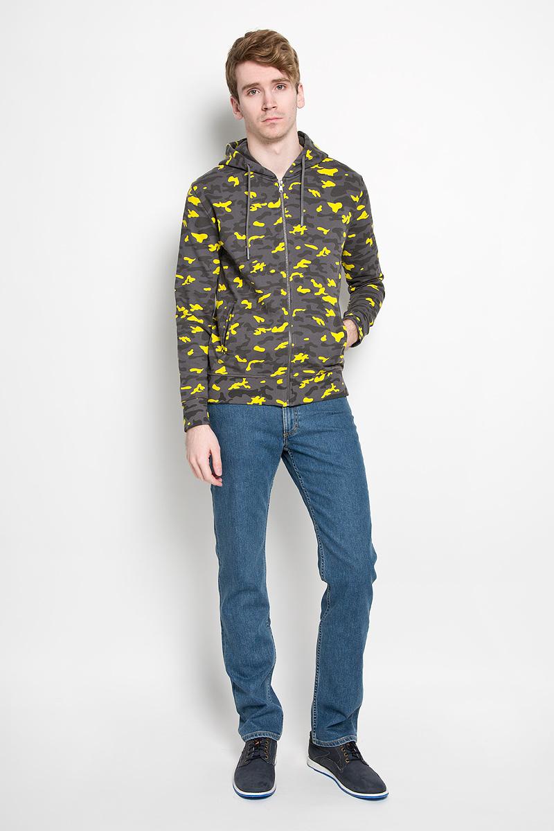 Толстовка мужская Calvin Klein Jeans, цвет: темно-серый, желтый. J3IJ303874_0680. Размер S (44/46)93035-04Стильная мужская толстовка Calvin Klein Jeans, изготовленная из натурального хлопка, необычайно мягкая и приятная на ощупь, не сковывает движения, обеспечивая наибольший комфорт.Толстовка с длинными рукавами и капюшоном спереди застегивается на застежку-молнию. Капюшон затягивается на кулиску. Рукава и низ изделия дополнены широкой трикотажной резинкой. Модель оформлена принтом камуфляж и спереди дополнена двумя прорезными карманами.Эта модная и в тоже время комфортная толстовка отличный вариант как для активного отдыха, так и для занятий спортом!