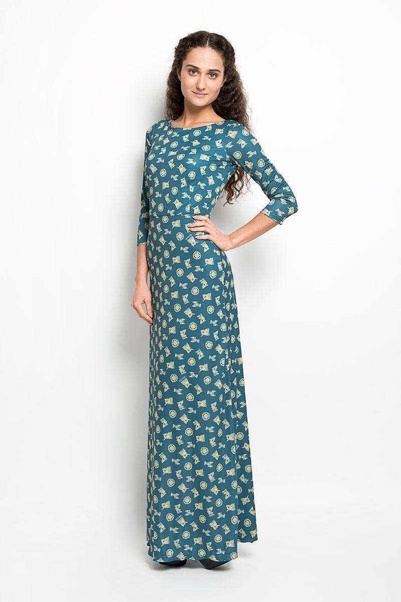 Платье Анна Чапман, цвет: темно-бирюзовый, желтый. P20E-29. Размер 46P20E-29Великолепное платье Анна Чапман, выполненное из нежнейшей ткани, идеально сидит благодаря правильным выточкам. Платье-макси приталенного кроя с круглым вырезом горловины и рукавами 3/4 подойдет как для вечернего выхода, так и на каждый день. Платье украшено оригинальным принтом. Спинка оформлена V-образным вырезом. Такое платье станет стильным дополнением к вашему гардеробу, оно подарит вам комфорт в течение всего дня!