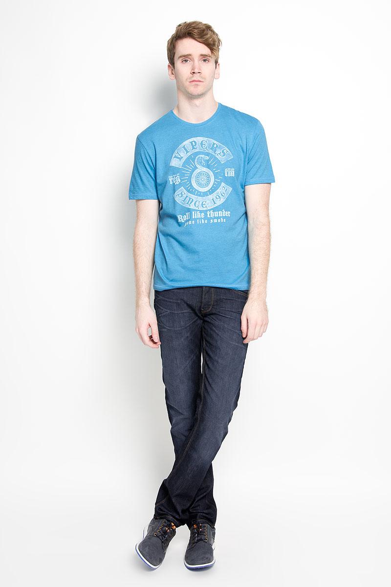 Футболка мужская Tom Tailor, цвет: голубой. 1034594.00.10_6945. Размер L (50)1034594.00.10_6945Стильная мужская футболка Tom Tailor, изготовленная из высококачественного хлопка с добавлением полиэстера, прекрасно подойдет для повседневной носки. Материал очень мягкий и приятный на ощупь, не сковывает движения и позволяет коже дышать. Модель с короткими рукавами и круглым вырезом горловины оформлена оригинальным принтом спереди и надписями на английском языке. Такая модель будет дарить вам комфорт в течение всего дня и станет стильным дополнением к вашему гардеробу.
