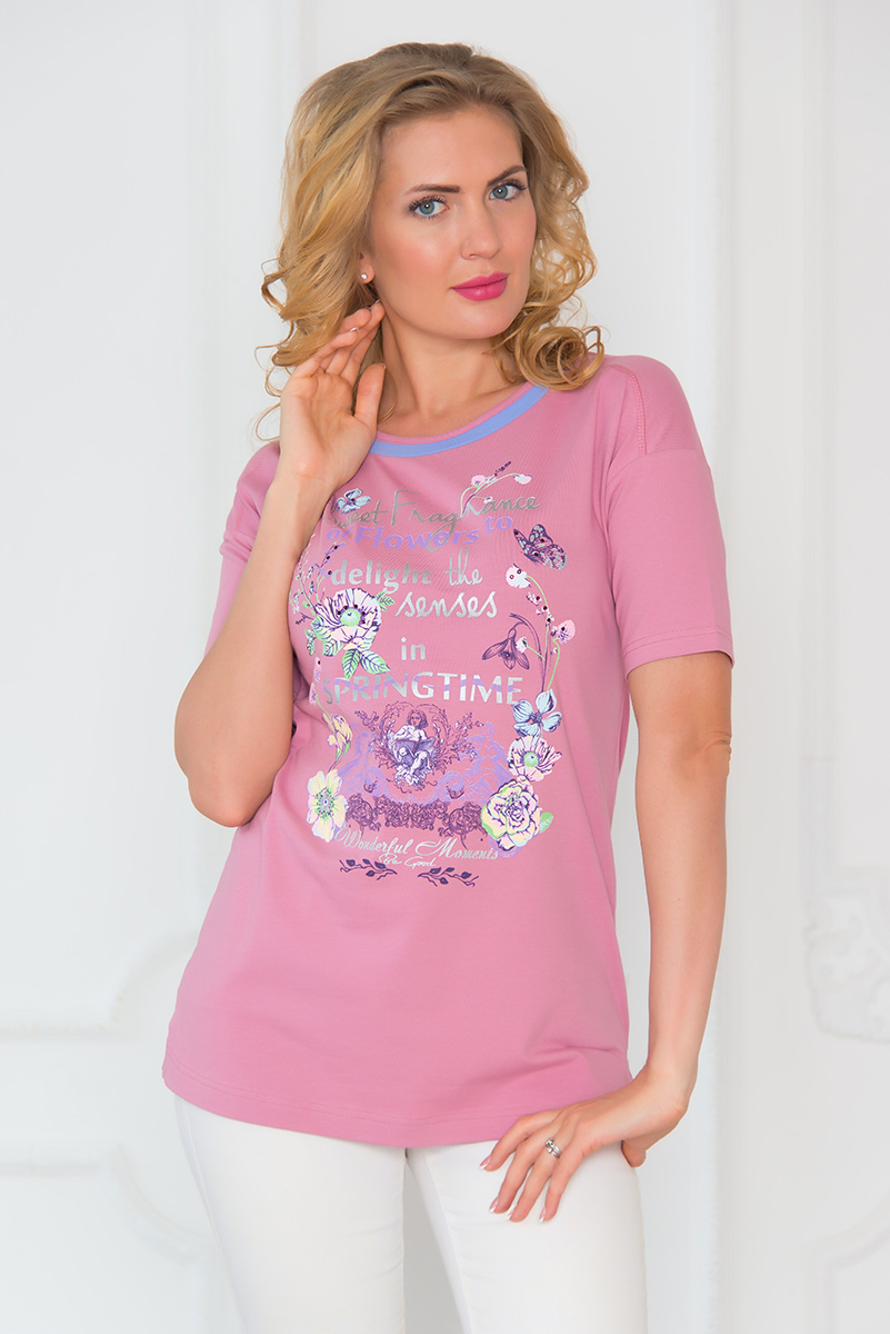 Футболка женская BeGood, цвет: розовый. SS16-BGUZ-541. Размер 48SS16-BGUZ-541Стильная женская футболка BeGood изготовлена из эластичного хлопка.Приталенная модель с короткими рукавами и круглым вырезом горловины оформлена оригинальным красочным принтом. Снизу по бокам изделие дополнено небольшими разрезами.