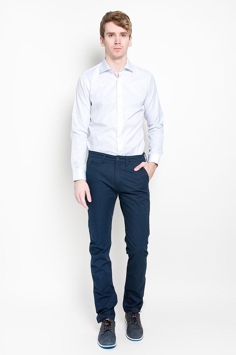 Рубашка мужская KarFlorens, цвет: белый, светло-голубой. SW 46_03. Размер 37/38 (44/46-176)SW 46_03Мужская рубашка KarFlorens изготовлена из высококачественного хлопка с добавлением микрофибры. Необычайно мягкая и приятная на ощупь, модель не сковывает движения и позволяет коже дышать, обеспечивая комфорт.Модель с длинными рукавами и отложным воротником застегивается напуговицы, оформленные тиснением с названием бренда. Закругленные манжеты с регулировкой ширины также застегиваются на пуговицы. На спинке изделие оформлено двумя защипами. Низ модели имеет округлую форму. Оформлено изделие принтом в полоску.Такая рубашка станет идеальным вариантом для повседневного гардероба. Онапорадует настоящих ценителей комфорта и практичности!