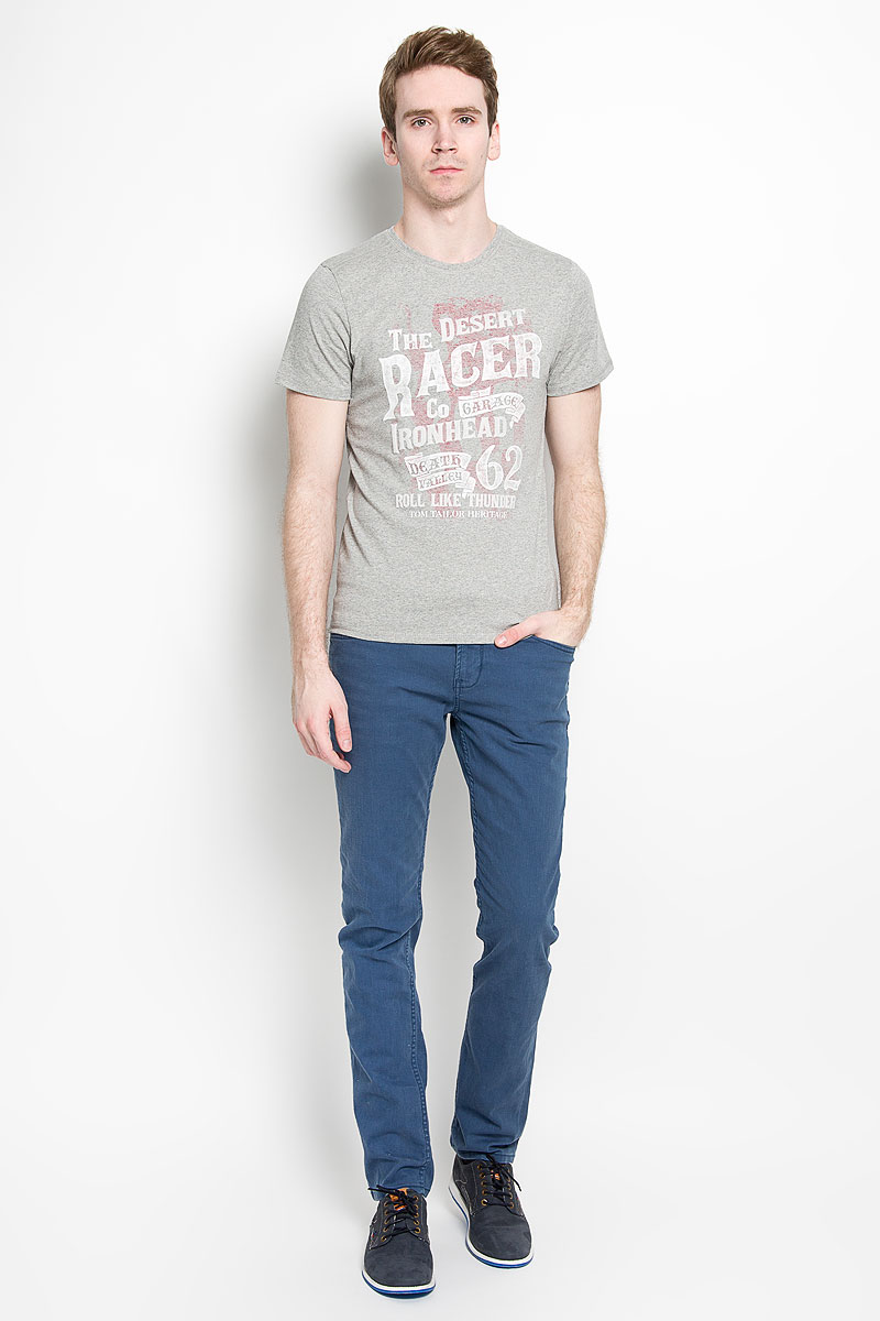 Футболка мужская Tom Tailor, цвет: серый. 1034645.00.10_2651. Размер XL (52)1034645.00.10_2651Стильная мужская футболка Tom Tailor, выполненная из высококачественного хлопка с добавлением полиэстера, обладает высокой воздухопроницаемостью и гигроскопичностью, позволяет коже дышать. Такая футболка великолепно подойдет как для повседневной носки, так и для спортивных занятий. Комфортные плоские швы исключают риск натирания.Модель с короткими рукавами и круглым вырезом горловины - идеальный вариант для создания модного современного образа. Футболка оформлена принтом с изображением надписей на английском языке. На внутренней стороне расположен принт с изображением американского флага.Такая модель подарит вам комфорт в течение всего дня и послужит замечательным дополнением к вашему гардеробу.