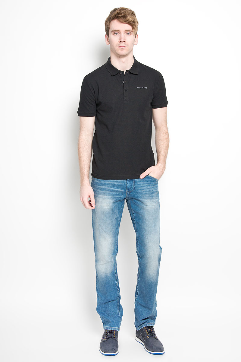 Поло мужское Finn Flare, цвет: черный. S16-21028. Размер L (50)S16-21028Мужская футболка-поло Finn Flare, изготовленная из натурального хлопка, обладает высокой теплопроводностью, воздухопроницаемостью и гигроскопичностью, позволяет коже дышать.Модель с короткими рукавами и отложным воротником - идеальный вариант для создания оригинального современного образа. Сверху футболка-поло застегивается на 3 пуговицы. Низ рукавов и воротник модели выполнены резинкой. На груди изделие оформлено термоаппликацией в виде названия бренда.Такая модель подарит вам комфорт в течение всего дня и послужит замечательным дополнением к вашему гардеробу.