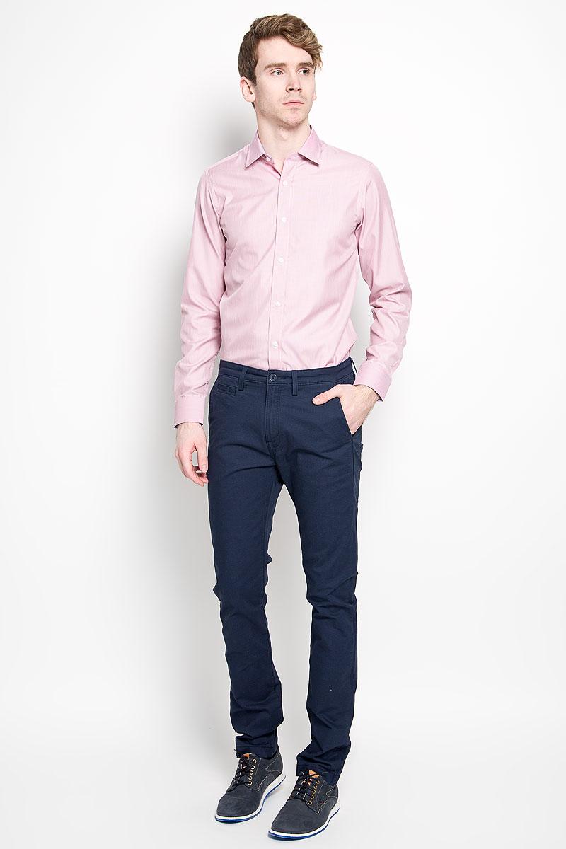Рубашка мужская KarFlorens, цвет: красный. SW 66-03. Размер 39/40 (48-182)SW 66-03Мужская рубашка KarFlorens, изготовленная из высококачественного хлопка с добавлением микрофибры, необычайно мягкая и приятная на ощупь, она не сковывает движения и позволяет коже дышать, обеспечивая комфорт.Модель с классическим отложным воротником, длинными рукавами и полукруглым низом, застегивается на пластиковые пуговицы. Манжеты со срезанными уголками, с застежкой на пуговицы. Ширину манжет можно варьировать благодаря дополнительной пуговице. Пуговицы декорированы логотипом KarFlorens, на правой манжете - вышивка-логотип. Модель оформлена стильным принтом в микрополоску. Внутренняя часть воротника и манжет выполнена из контрастного материала с оригинальным узором. Эта рубашка - идеальный вариант для повседневного гардероба. Такая модель порадует настоящих ценителей комфорта и практичности!