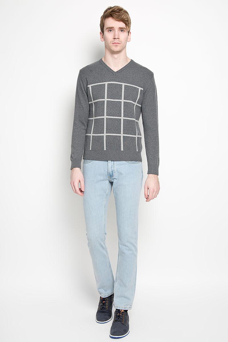 Пуловер мужской Karff, цвет: серый, светло-серый. 88001-01. Размер XL (54)88001-01Вязаный мужской пуловер Karff, выполненный из натурального хлопка, станет стильным дополнением к вашему гардеробу. Изделие очень мягкое и приятное на ощупь, не сковывает движения, позволяет коже дышать. Модель с длинными рукавами и V-образным вырезом горловины оформлена вязкой в клетку. Низ рукавов и низ изделия дополнены эластичными резинками. Современный дизайн и расцветка делают этот пуловер модным предметом мужской одежды. В нем вы всегда будете чувствовать себя комфортно.