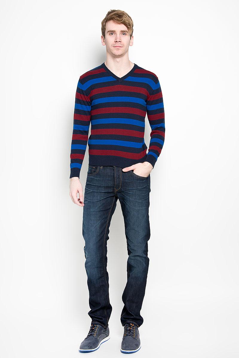 Пуловер мужской Karff, цвет: синий, бордовый, черный. 88004-01. Размер XL (54)88004-01Вязаный мужской пуловер Karff, выполненный из натурального хлопка, станет стильным дополнением к вашему гардеробу. Изделие очень мягкое и приятное на ощупь, не сковывает движения, позволяет коже дышать. Модель с длинными рукавами и V-образным вырезом горловины оформлена цветной вязкой в полоску. Низ рукавов и низ изделия дополнены эластичными резинками. Современный дизайн и расцветка делают этот пуловер модным предметом мужской одежды. В нем вы всегда будете чувствовать себя комфортно.