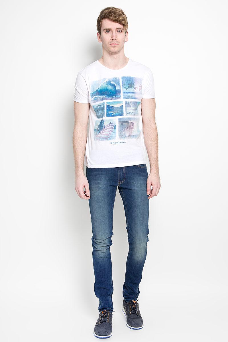 Джинсы мужские Lee Luke, цвет: синий. L719DNFX. Размер 34-34 (50-34)L719DNFXМодные мужские джинсы Lee Luke - джинсы высочайшего качества на каждый день, которые прекрасно сидят.Модель зауженного книзу кроя и средней посадки изготовлена из эластичного хлопка. Застегиваются джинсы на пуговицу на поясе и ширинку на молнии, также имеются шлевки для ремня. Спереди модель дополнена двумя втачными карманами и одним накладным кармашком, а сзади - двумя накладными карманами. Оформлено изделие эффектом потертости и перманентными складками. Эти стильные и в то же время комфортные джинсы послужат отличным дополнением к вашему гардеробу. В них вы всегда будете чувствовать себя уютно и комфортно.