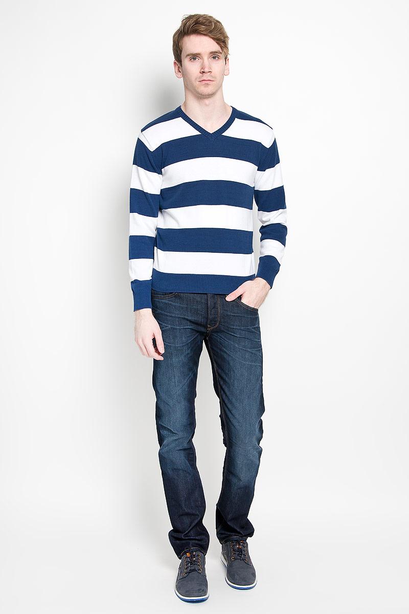 Джемпер мужской Karff, цвет: синий, белый. 88000-03. Размер M (50)88000-03Классический мужской пуловер Karff, изготовленный из хлопковой пряжи, мягкий и приятный на ощупь, не сковывает движений и обеспечивает наибольший комфорт. Модель мелкой вязки с V - образным вырезом горловины и длинными рукавами великолепно подойдет для создания образа в стиле Casual. Края рукавов, низ изделия и горловина связаны резинкой.Этот пуловер послужит отличным дополнением к вашему гардеробу. В нем вы всегда будете чувствовать себя уютно и комфортно в прохладную погоду.