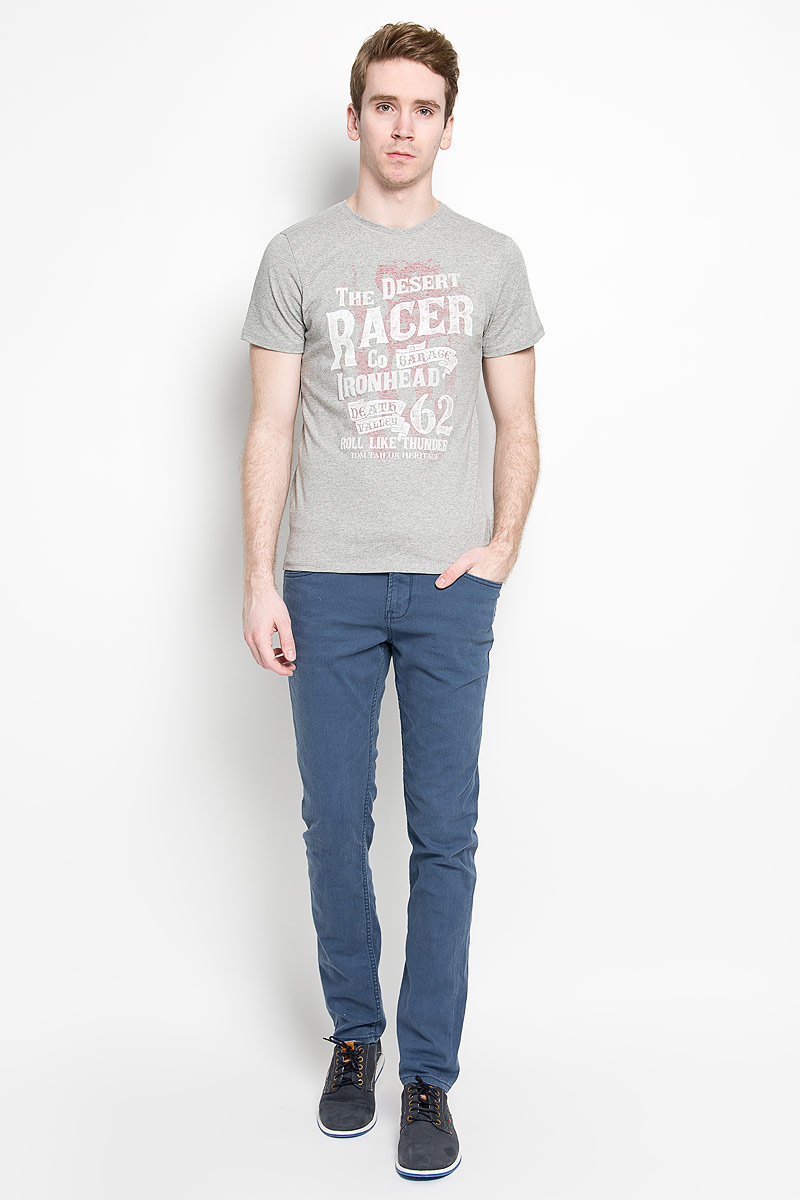 Брюки мужские Tom Tailor Denim Aedan, цвет: синий. 6404273.00.12_6748. Размер 32-34 (48-34)6404273.00.12_6748Стильные мужские брюки Tom Tailor Denim Aedan, выполненные из эластичного хлопка высочайшего качества, необычайно мягкие и приятные на ощупь, не сковывают движения, обеспечивая наибольший комфорт. Брюки зауженного кроя и средней посадки застегиваются на пуговицу в поясе и ширинку на молнии, имеются шлевки для ремня. Спереди модель оформлена двумя втачными карманами с косыми срезами и одним маленьким накладным кармашком, а сзади - двумя накладными карманами. Брюки дополнены ремнем контрастного цвета длиной 106 см. Эти модные и в тоже время комфортные брюки послужат отличным дополнением к вашему гардеробу.