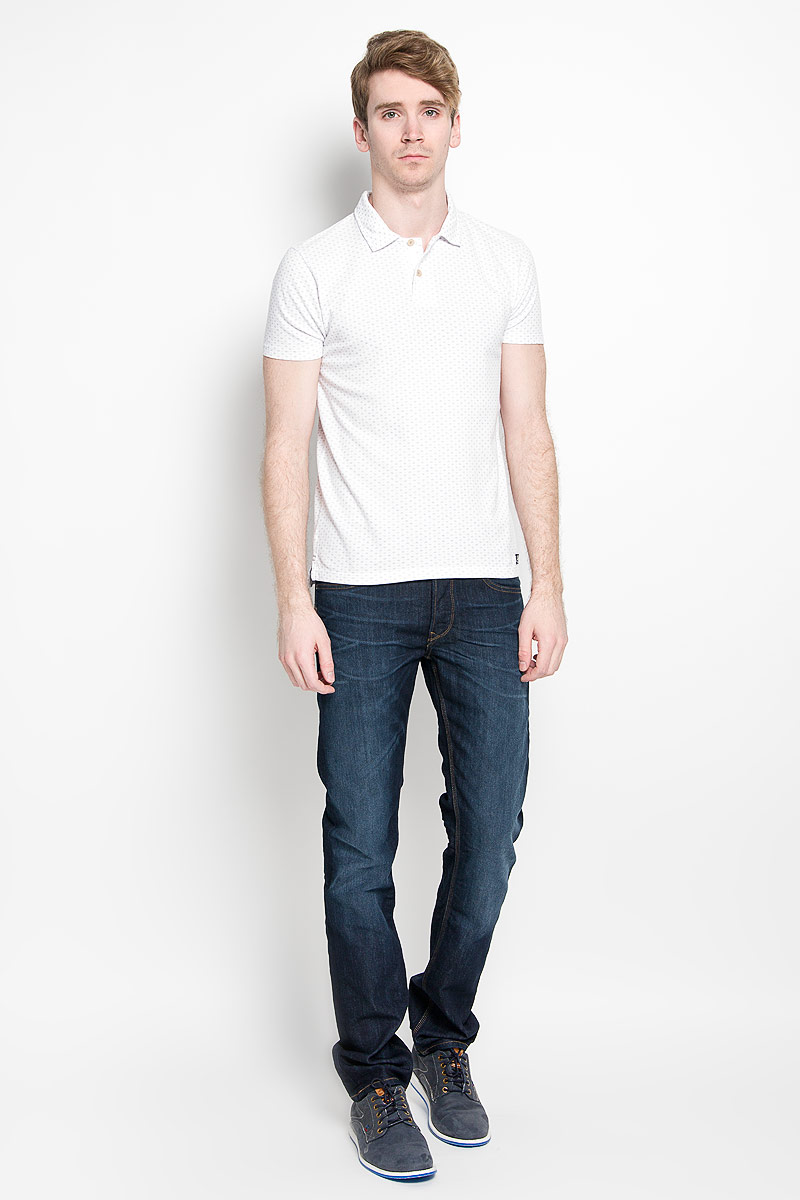 Поло мужское Broadway Erland, цвет: белый. 20100123 000. Размер M (48)20100123 000Стильная мужская футболка-поло Broadway, выполненная из высококачественного хлопка, обладает высокой теплопроводностью, воздухопроницаемостью и гигроскопичностью, позволяет коже дышать.Модель с короткими рукавами и отложным воротником - идеальный вариант для создания оригинального современного образа. Сверху футболка-поло застегивается на две пуговицы. По бокам модели предусмотрены небольшие разрезы. Изделие оформлено оригинальным принтом.Такая футболка-поло подарит вам комфорт в течение всего дня и послужит замечательным дополнением к вашему гардеробу.