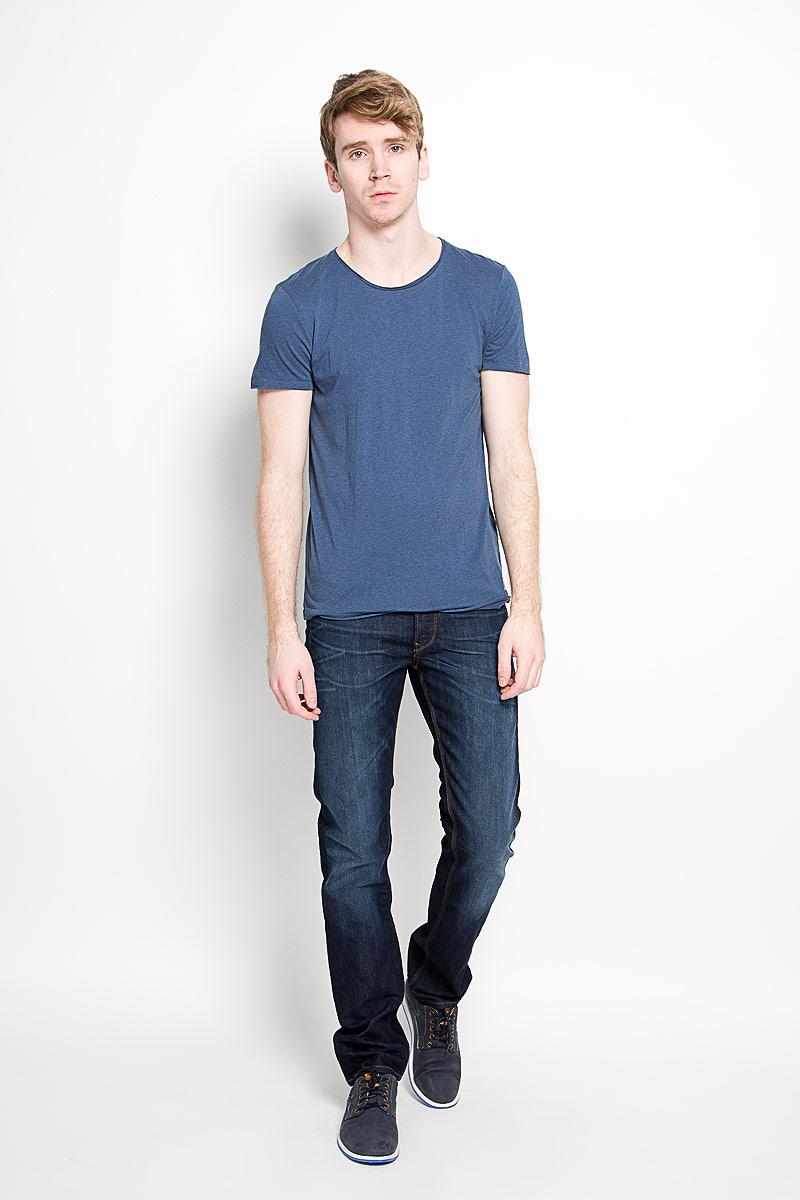 Футболка мужская Tom Tailor Denim, цвет: темно-синий. 1034723.00.12_6748. Размер M (48)1034723.00.12_6748Стильная мужская футболка Tom Tailor Denim, изготовленная из натурального хлопка и модала, прекрасно подойдет для повседневной носки. Материал очень мягкий и приятный на ощупь, не сковывает движения и позволяет коже дышать. Модель с короткими рукавами и круглым вырезом горловины оформлена эффектом необработанного края. Спереди модель дополнена небольшой брендовой нашивкой. Такая модель будет дарить вам комфорт в течение всего дня и станет стильным дополнением к вашему гардеробу.