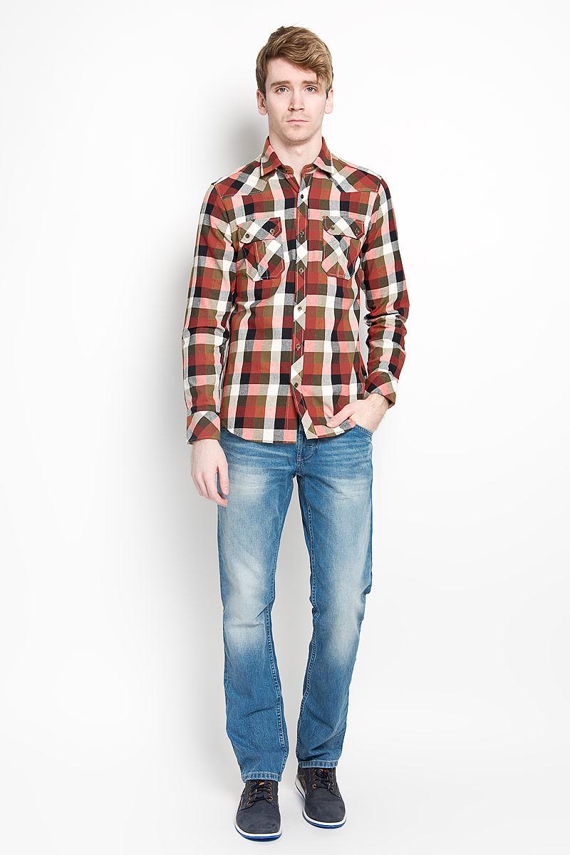 Рубашка мужская KarFlorens, цвет: красный, оливковый, черный. SW 65_02. Размер 37/38 (44-46/176)SW 65-02Мужская рубашка KarFlorens, изготовленная из высококачественного хлопка с добавлением микрофибры, необычайно мягкая и приятная на ощупь, она не сковывает движения и позволяет коже дышать, обеспечивая комфорт.Модель приталенного кроя с длинными рукавами и отложным воротником застегивается на металлические пуговицы, которые декорированы названием бренда. Манжеты со срезанными уголками могут регулироваться по ширине. На груди предусмотрены два накладных кармана с клапанами, которые также застегиваются на пуговицы. Низ изделия имеет округлую форму.Такая рубашка станет идеальным вариантом для повседневного гардероба. Она порадует настоящих ценителей комфорта и практичности!