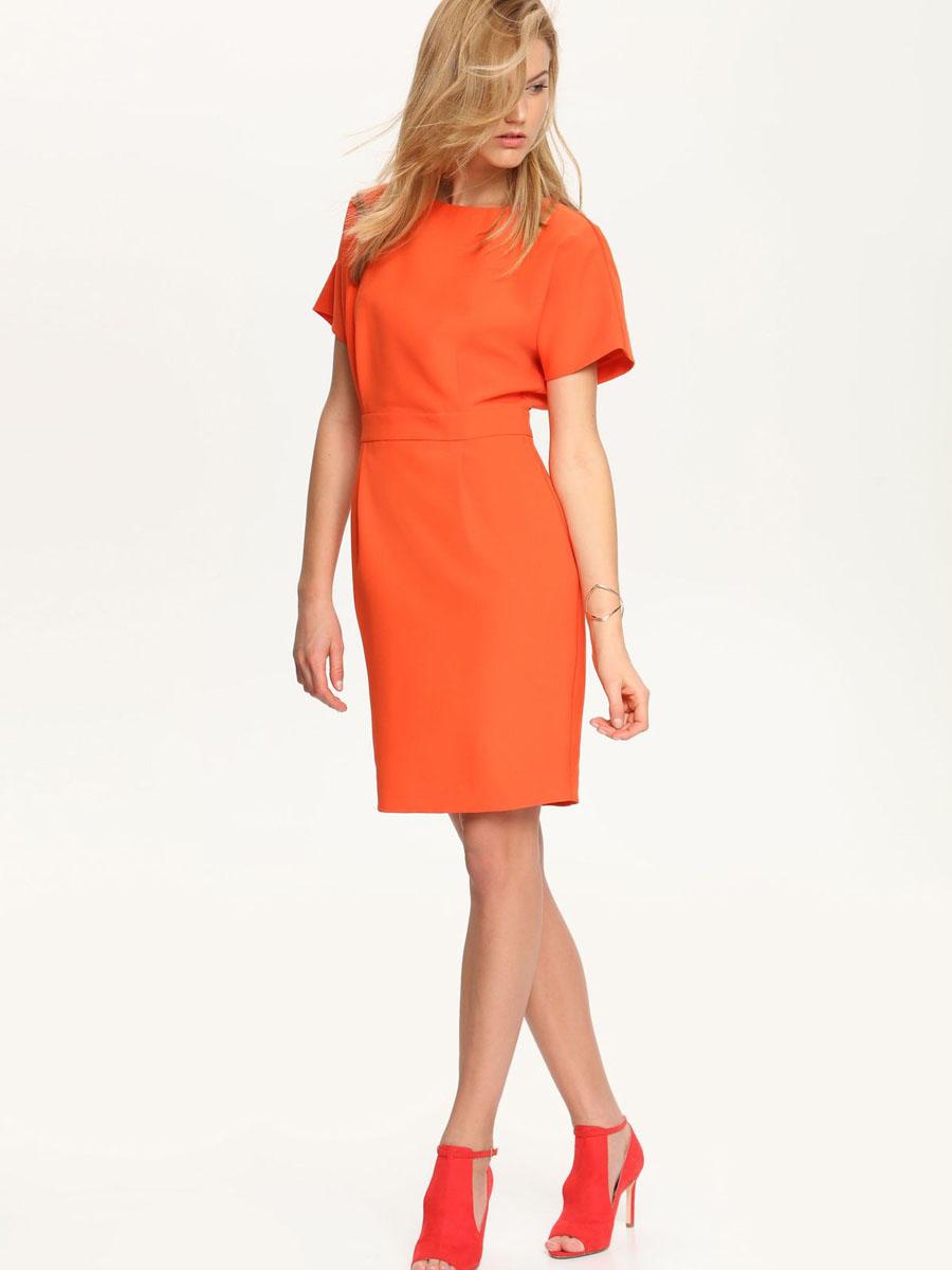 Платье Top Secret, цвет: морковный. SSU1575CE[E]. Размер 34 (40)SSU1575CE[E]Стильное платье Top Secret выполнено из высококачественного материала, с подкладкой из полиэстера.Модель приталенного кроя с круглым вырезом горловины и цельнокроеными рукавами застегивается сзади по спинке на потайную молнию. Оформлено платье декоративным поясом, а сзади по низу дополнено шлицей.