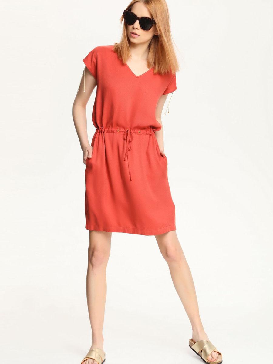 Платье Top Secret, цвет: кирпичный. SSU1553RO[E]. Размер 36 (42)SSU1553RO[E]Платье Top Secret выполнено из 100% вискозы. Платье-миди с V-образным вырезом горловины и короткими рукавами-кимоно по талии дополнено шнурком-кулиской. Плечевые швы также оформлены небольшими разрезами и шнурками-кулисками.