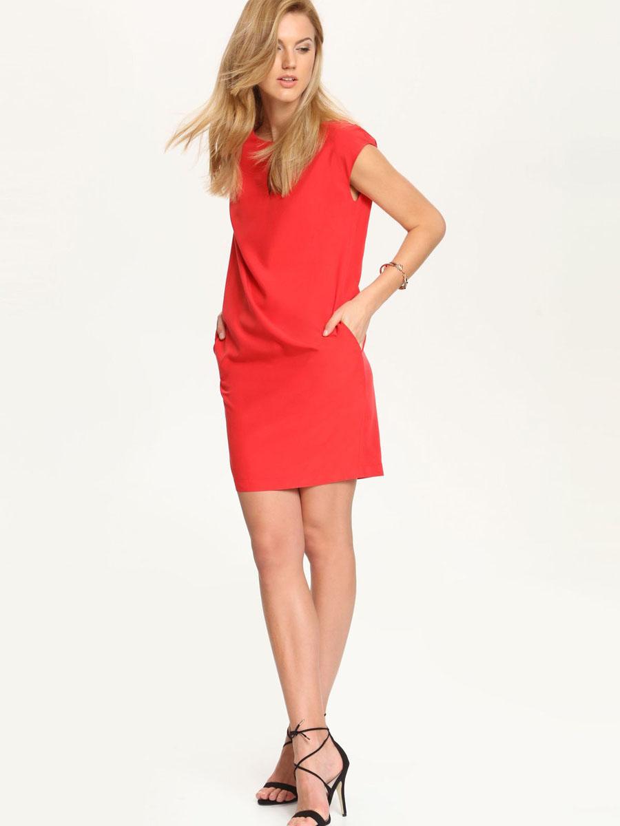 Платье Top Secret, цвет: красный. SSU1543CE[E]. Размер 42 (48)SSU1543CE[E]Платье Top Secret станет стильным дополнением к вашему гардеробу. Платье, изготовленное из сочетания высококачественных материалов, тактильно приятное, хорошо вентилируется. Модель с круглым вырезом горловины без рукавов застегивается сзади на небольшую скрытую молнию. Спереди платье украшено небольшим вырезом, а по бокам прорезными карманами. Изделие оформлено в лаконичном однотонном стиле.