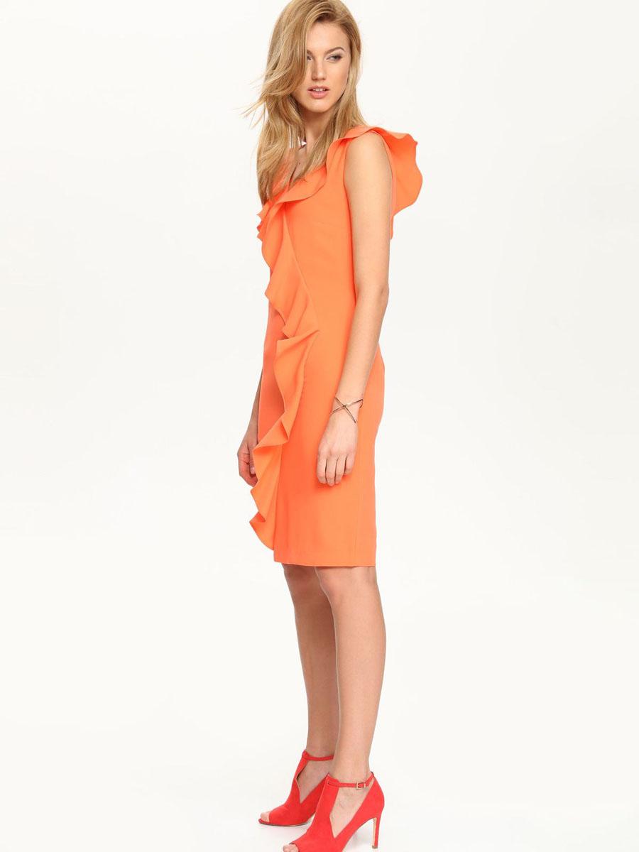 Платье Top Secret, цвет: ярко-оранжевый. SSU1539PO[E]. Размер 40 (46)SSU1539PO[E]Платье Top Secret выполнено из 100% полиэстера и дополнено тонкой подкладкой. Платье с V-образным вырезом горловины застегивается на потайную застежку-молнию расположенную в средне шве спинки. Спинка дополнен шлицей. Платье оформлено оборками.