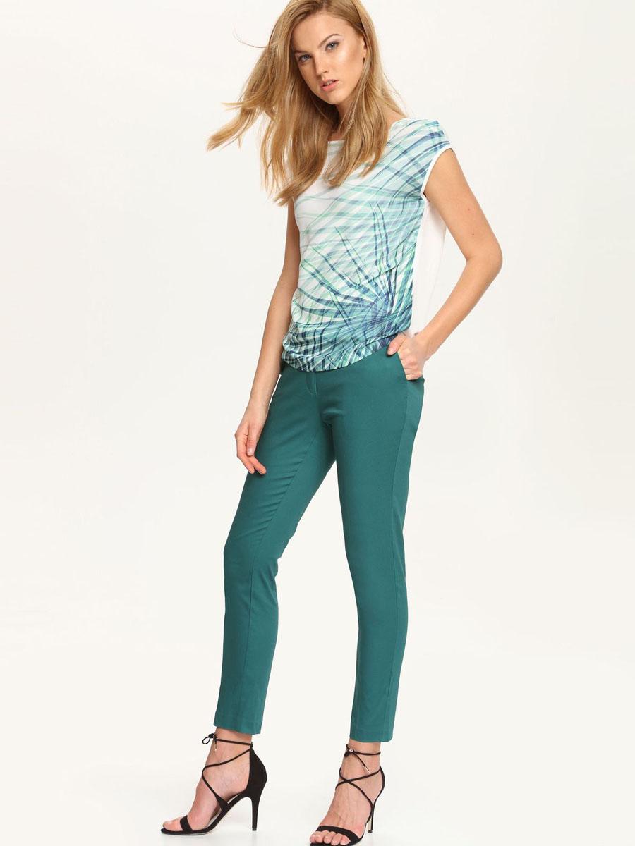 Брюки женские Top Secret, цвет: изумрудный. SSP2252ZI[E]. Размер 34 (40)SSP2252ZI[E]Стильные женские брюки Top Secret выполнены из высококачественного хлопка с добавлением эластана. Брюки-скинни застегиваются на металлические крючки и потайную пуговицу в поясе. а также имеют ширинку на застежке-молнии. Брюки оформлены двумя втачными карманами спереди, а сзади украшены имитацией карманов. В поясе модель дополнена шлевками для ремня и декоративным ремешком.