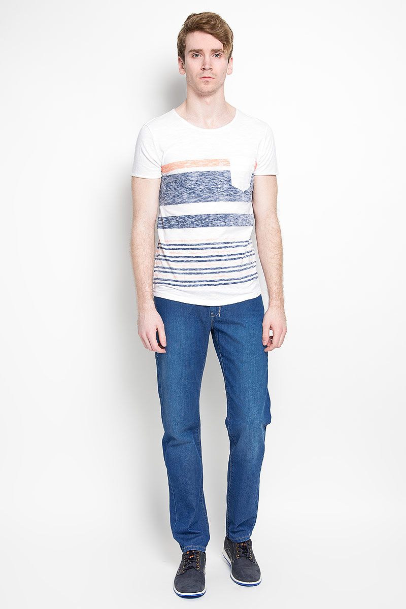 Футболка мужская Tom Tailor Denim, цвет: белый, оранжевый, синий. 1034724.01.12_6748. Размер S (46)1034724.01.12_6748Стильная мужская футболка Tom Tailor Denim, выполненная из высококачественного 100% хлопка, обладает высокой воздухопроницаемостью и гигроскопичностью, позволяет коже дышать. Такая футболка великолепно подойдет как для повседневной носки, так и для спортивных занятий.Модель с короткими рукавами и круглым вырезом горловины станет идеальным вариантом для создания модного современного образа. На груди изделие дополнено накладным карманом.Такая модель подарит вам комфорт в течение всего дня и послужит замечательным дополнением к вашему гардеробу.