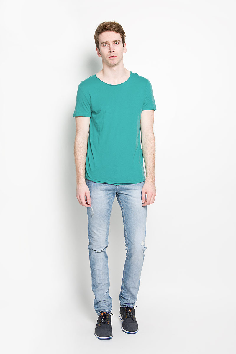 Футболка мужская Tom Tailor Denim, цвет: зеленый. 1034723.00.12_7653. Размер M (48)1034723.00.12_7653Стильная мужская футболка Tom Tailor Denim, изготовленная из натурального хлопка и модала, прекрасно подойдет для повседневной носки. Материал очень мягкий и приятный на ощупь, не сковывает движения и позволяет коже дышать. Модель с короткими рукавами и круглым вырезом горловины оформлена эффектом необработанного края. Спереди модель дополнена небольшой брендовой нашивкой. Такая модель будет дарить вам комфорт в течение всего дня и станет стильным дополнением к вашему гардеробу.