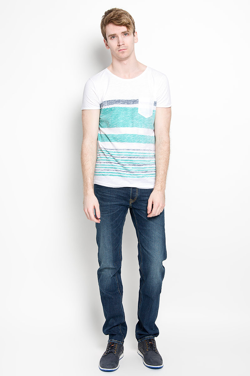 Футболка мужская Tom Tailor Denim, цвет: белый, серый, зеленый. 1034724.01.12_7653. Размер L (50)1034724.01.12_7653Стильная мужская футболка Tom Tailor Denim, выполненная из высококачественного 100% хлопка, обладает высокой воздухопроницаемостью и гигроскопичностью, позволяет коже дышать. Такая футболка великолепно подойдет как для повседневной носки, так и для спортивных занятий.Модель с короткими рукавами и круглым вырезом горловины станет идеальным вариантом для создания модного современного образа. На груди изделие дополнено накладным карманом.Такая модель подарит вам комфорт в течение всего дня и послужит замечательным дополнением к вашему гардеробу.