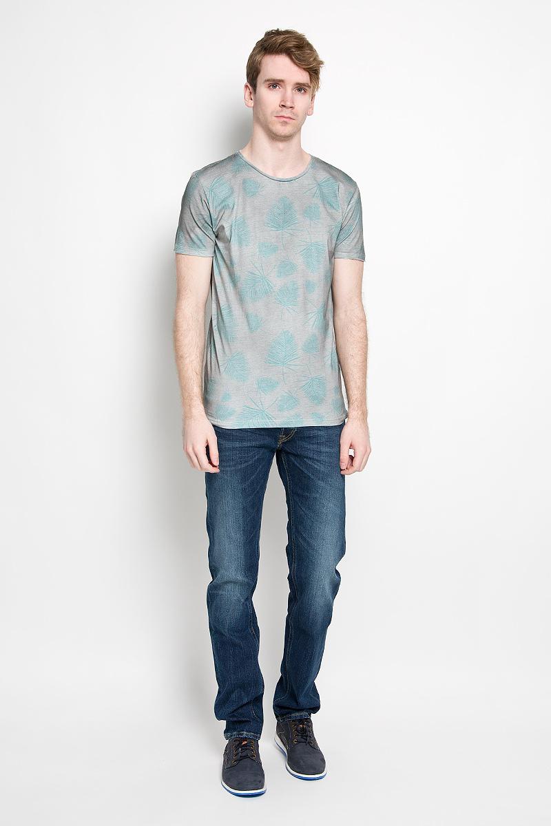 Футболка мужская Broadway Ewen, цвет: серый, бирюзовый. 20100005 636. Размер M (48)20100005 636Стильная мужская футболка Broadway Ewen, выполненная из высококачественного 100% хлопка, обладает высокой воздухопроницаемостью и гигроскопичностью, позволяет коже дышать. Такая футболка великолепно подойдет как для повседневной носки, так и для спортивных занятий.Модель с короткими рукавами и круглым вырезом горловины - идеальный вариант для создания модного современного образа. Футболка оформлена оригинальным принтом в узкую полоску с изображениями пальмовых листьев.Такая модель подарит вам комфорт в течение всего дня и послужит замечательным дополнением к вашему гардеробу.