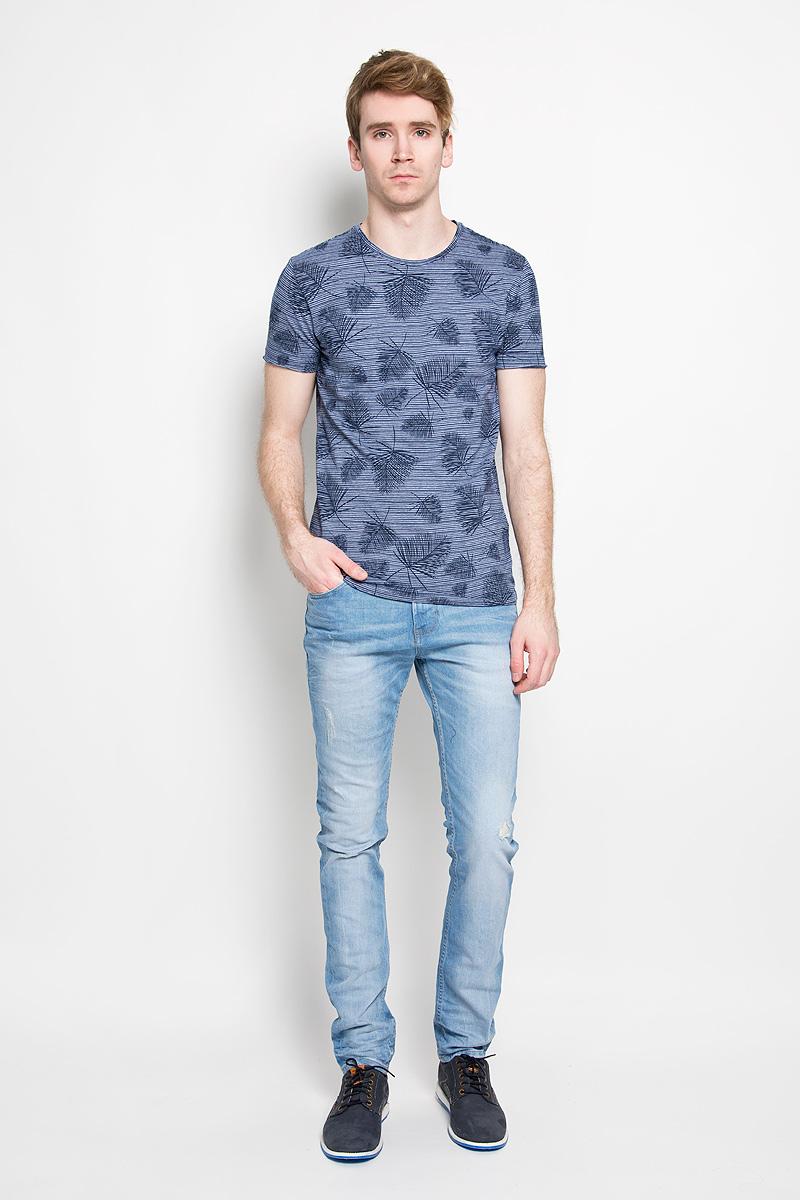 Футболка мужская Broadway Ewen, цвет: темно-синий, белый. 20100005 545. Размер L (50)20100005 545Стильная мужская футболка Broadway Ewen, выполненная из высококачественного 100% хлопка, обладает высокой воздухопроницаемостью и гигроскопичностью, позволяет коже дышать. Такая футболка великолепно подойдет как для повседневной носки, так и для спортивных занятий.Модель с короткими рукавами и круглым вырезом горловины - идеальный вариант для создания модного современного образа. Футболка оформлена оригинальным принтом в узкую полоску с изображениями пальмовых листьев.Такая модель подарит вам комфорт в течение всего дня и послужит замечательным дополнением к вашему гардеробу.