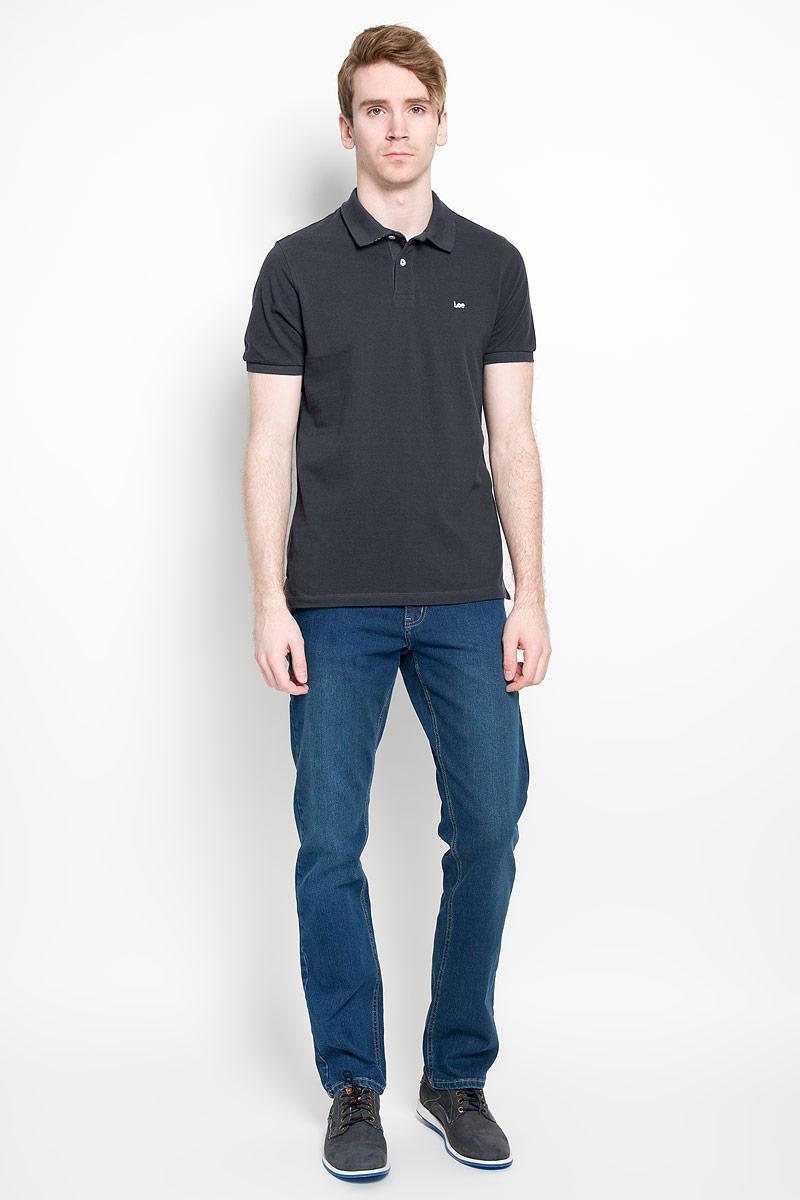 Поло мужское Lee, цвет: черный. L64YKCJA. Размер M (48)L64YKCJAСтильная мужская футболка-поло Lee изготовленная из 100% хлопка, обладает высокой теплопроводностью, воздухопроницаемостью и гигроскопичностью, позволяет коже дышать.Модель с короткими рукавами и отложным воротником станет идеальным вариантом для создания оригинального современного образа. Сверху футболка-поло застегивается на две пластиковые пуговицы. На груди изделие оформлено нашивкой с названием бренда. По бокам небольшие разрезы.Такая модель подарит вам комфорт в течение всего дня и послужит замечательным дополнением к вашему гардеробу.